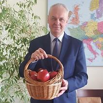Kosz jabłek i list do Pani Redaktor Magdaleny Mieśnik